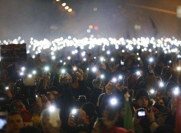 Madžari protestirajo proti 'suženjskem zakonu': 'Vesel božič, gospod premier'