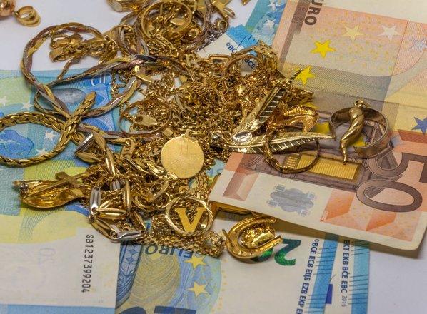 Neznanec v Mariboru vlomil v hišo in ukradel sef