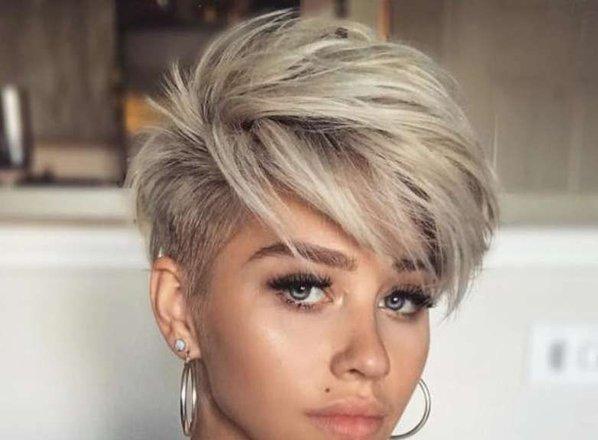 10 tako hudih kratkih frizur, da se boste hotele postriči