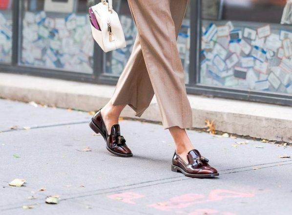 Hit pomladi: kako nositi mokasinke?