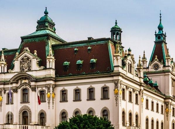 V Sloveniji v petih letih odkrili 17 ponarejenih diplom in spričeval