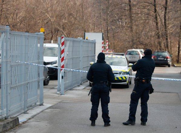 Streljanje v Grosupljem: umrla 27-letnica in 44-letnik