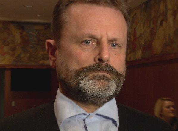 Težavam v Desusu ni videti konca: poslanec Polnar s svojo trmo vlado spravlja ...