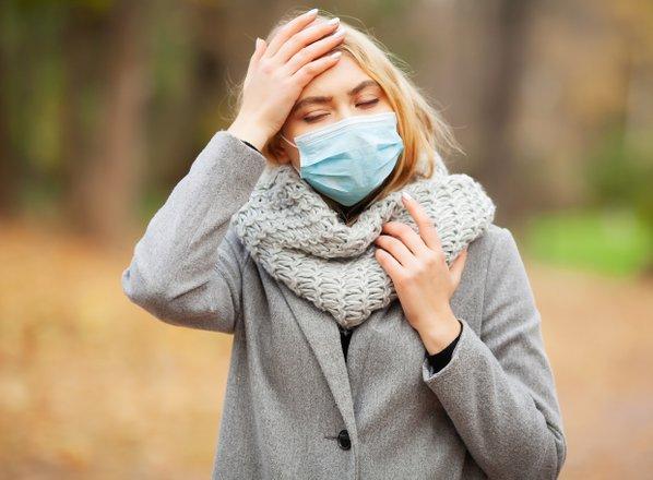 Gripa na pohodu: v lekarnah pošle zaščitne maske, v šolah na pol prazni razredi