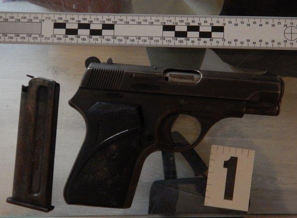 Ljubljančanu zasegli kilogram konoplje, kokain, MDMA in pištolo