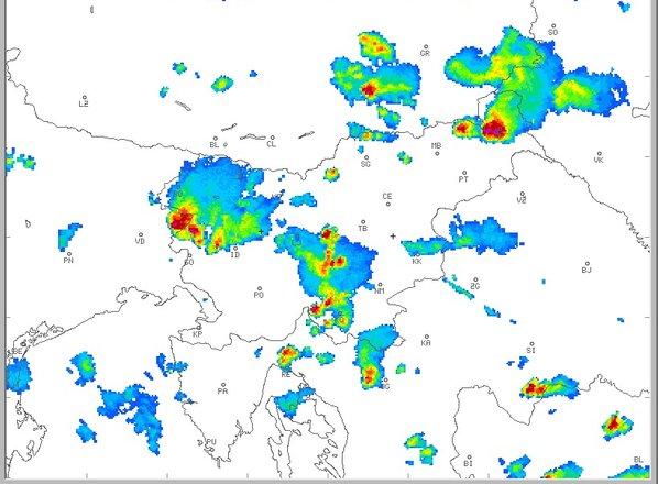 Po Sloveniji nastalo več močnejših nevihtnih celic