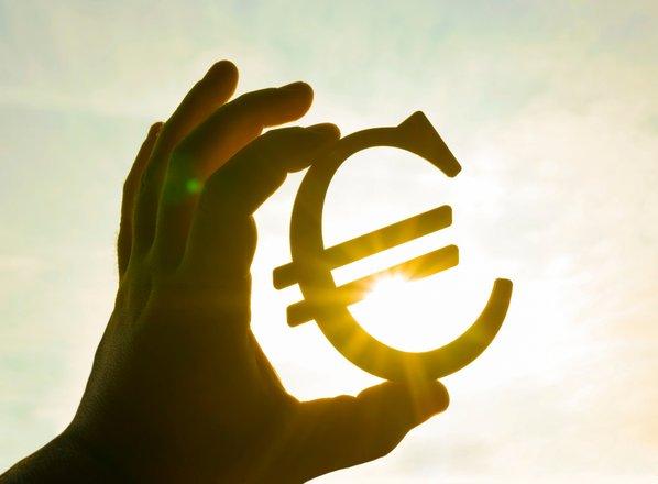 Območje z evrom v drugem četrtletju z dvoodstotno rastjo BDP