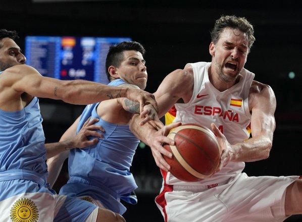 Španci po zmagi proti Argentini s Slovenci za prvo mesto v skupini