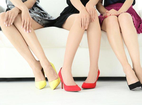 Tečaj za popolne ženske: trebuh not', noge skupaj!