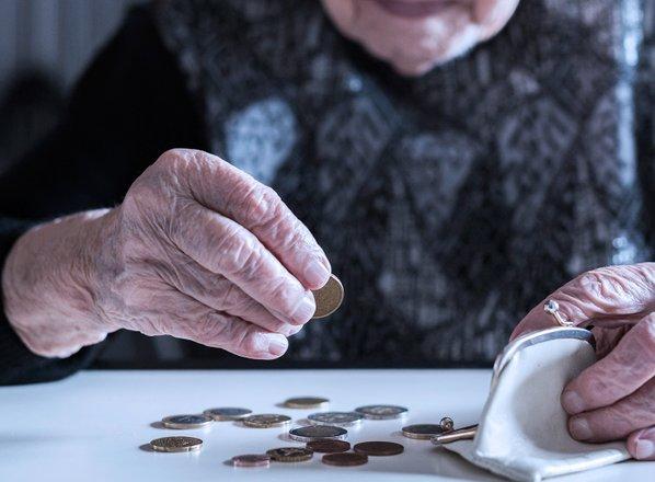 Zakaj vsi starostniki ne živijo dostojne starosti?