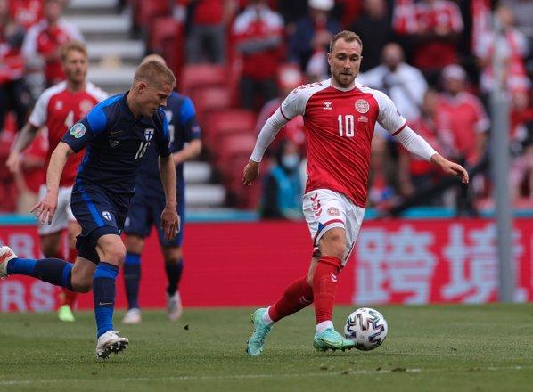 Eriksen pri zavesti, tekma med Dansko in Finsko odigrana do konca