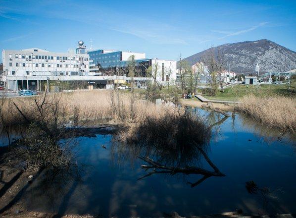 Novi zakon o vodah: ob priobalnih zemljiščih ne tovarnam. Kaj pa drugi objekti?