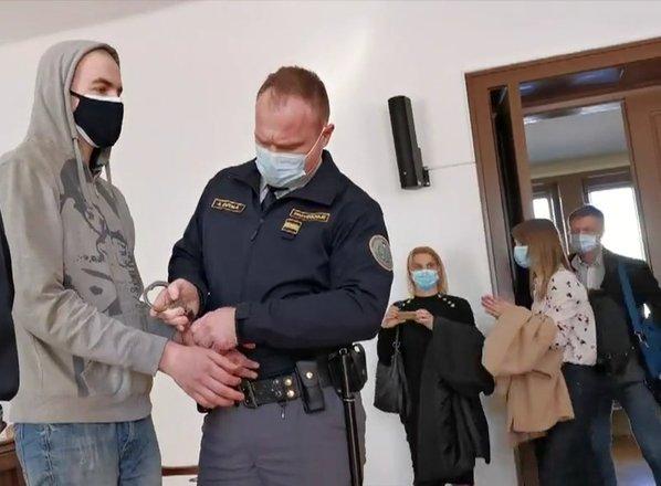 Gaspetiju za trojni umor skupna kazen 30 let