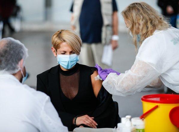 PRENOS V ŽIVO: Janša: S ponedeljkom cepivo na voljo za vse odrasle prebivalce