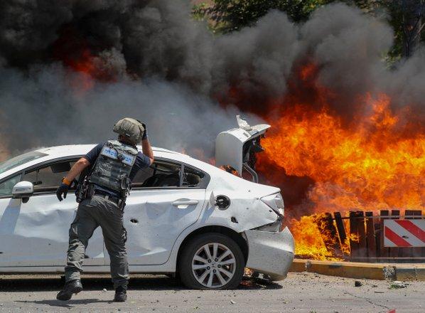 V Tel Avivu tulijo sirene, Hamas proti mestu sprožil na desetine raket