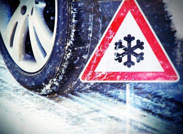 Že kmalu brez zimskih pnevmatik in metlic za čiščenje snega ne bo šlo
