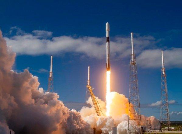 SpaceX v vesolje izstrelil 60 novih satelitov