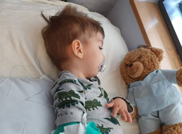 Babica malega Krisa: Malček se po prejetju zdravila počuti dobro