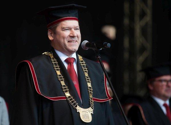 Raziskovanje Dejstev spodbudilo rektorja k javni objavi vseh plač na Univerzi v ...