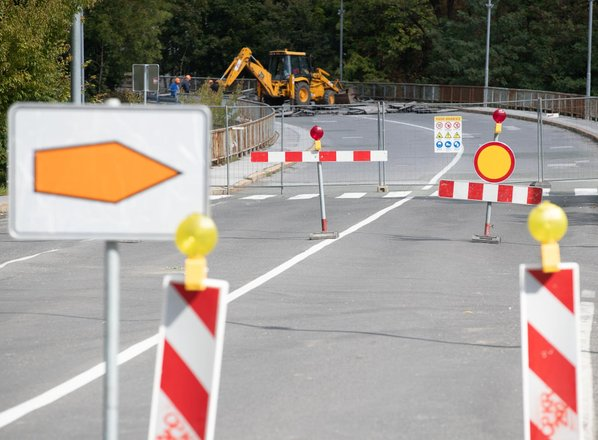Zapora ceste povzroča visok upad prometa, zaprtje prostorov in celo odpuščanja