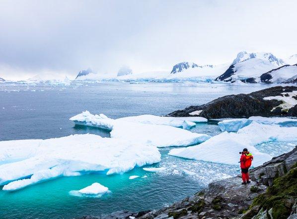 Mož, ki je peš dosegel severni in južni pol: Računovodje bodo rešili Antarktiko