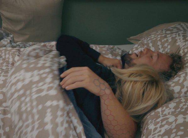 Med Nino in Ambrožem iskrice in poljub. Bo iskrivo tudi jutro?