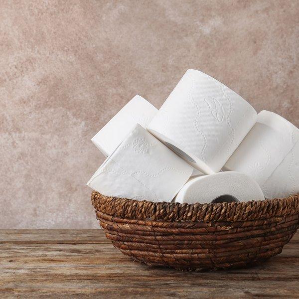 Porabite preveč wc papirja? Preizkusite ta varčevalni trik