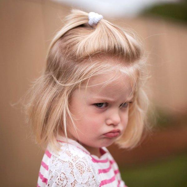 Zakaj se otroci ob mami neprimerno vedejo?