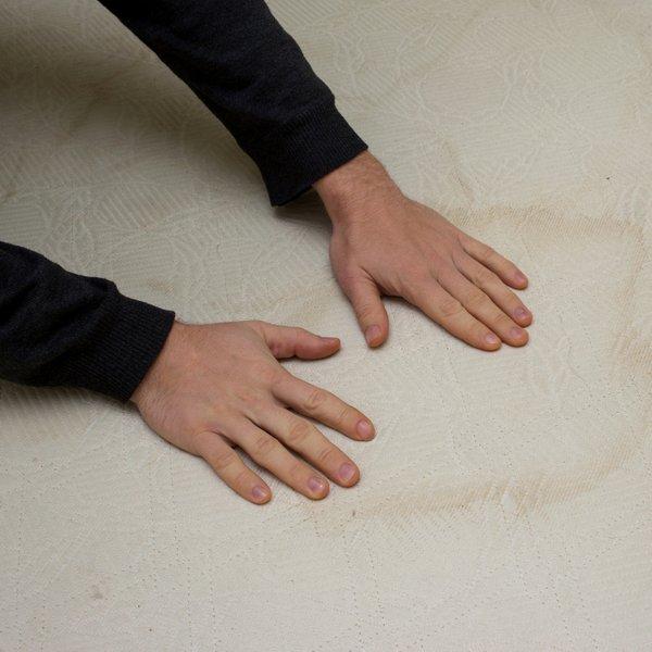 Preprosto nad madeže znoja na vzmetnici in vzglavniku!