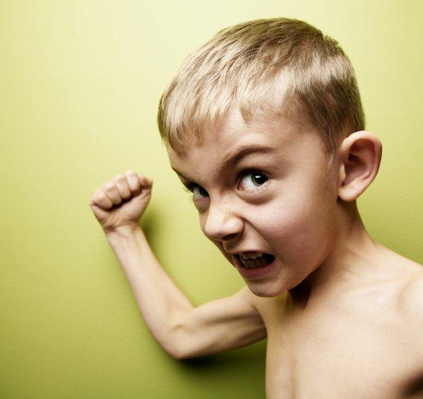 Kaj naj naredi otrok, ko ga udari drug otrok?