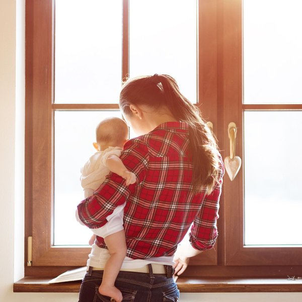 Ugotovili, zakaj mame otroka nosijo predvsem na levi strani