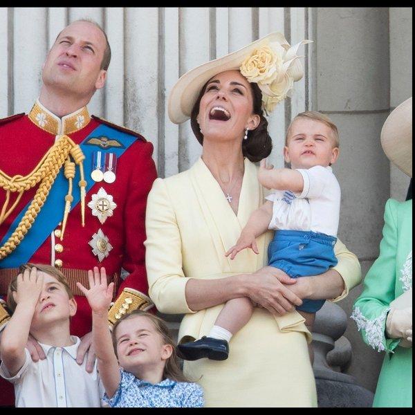 Ste spregledali, da je imela princesa Charlotte na paradi dve različni frizuri?