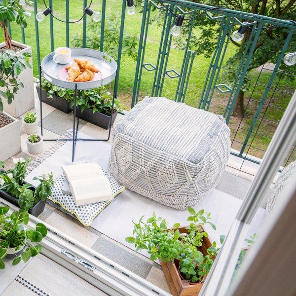 Enostavno in poceni opremite svoj balkon ali teraso