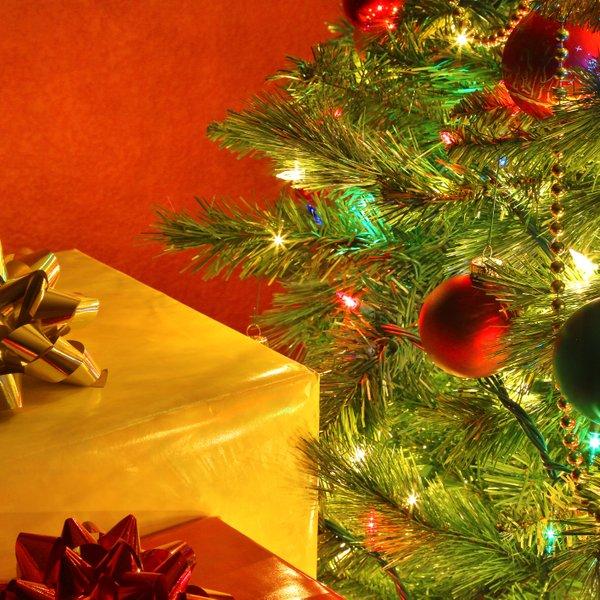 Kako najlažje in najbolj učinkovito okrasiti božično drevesce