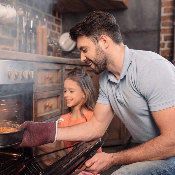 Preprosto očistite pekač in pečico
