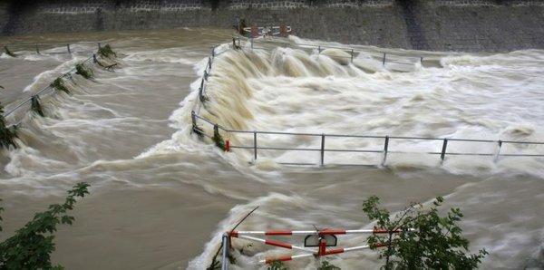 Poplavljena cesta na Dunaju-2