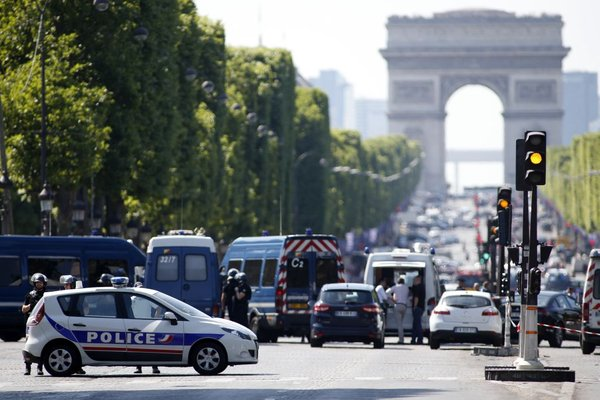 Incident na Elizejskih poljanah v Parizu