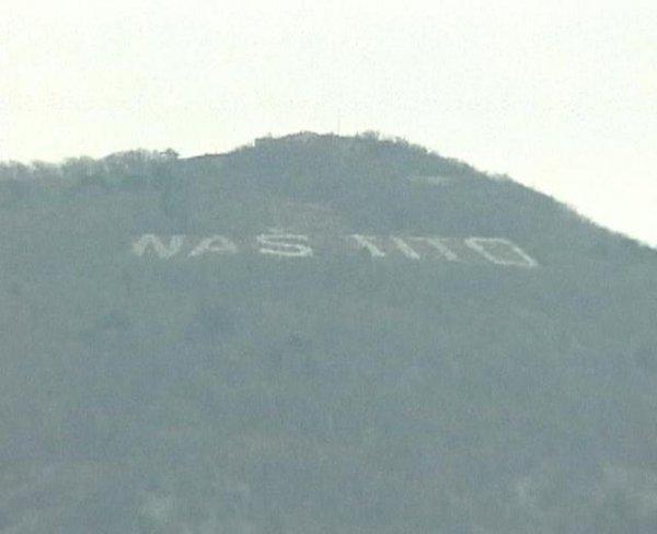 Napis Naš Tito na Sabotinu v Novi Gorici