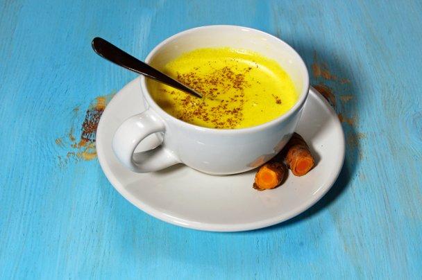 Zlato mleko – zdrava zimska pijača?