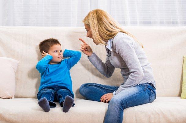 Na ta način lahko poskusite brzdati svoje kričanje nad otrokom