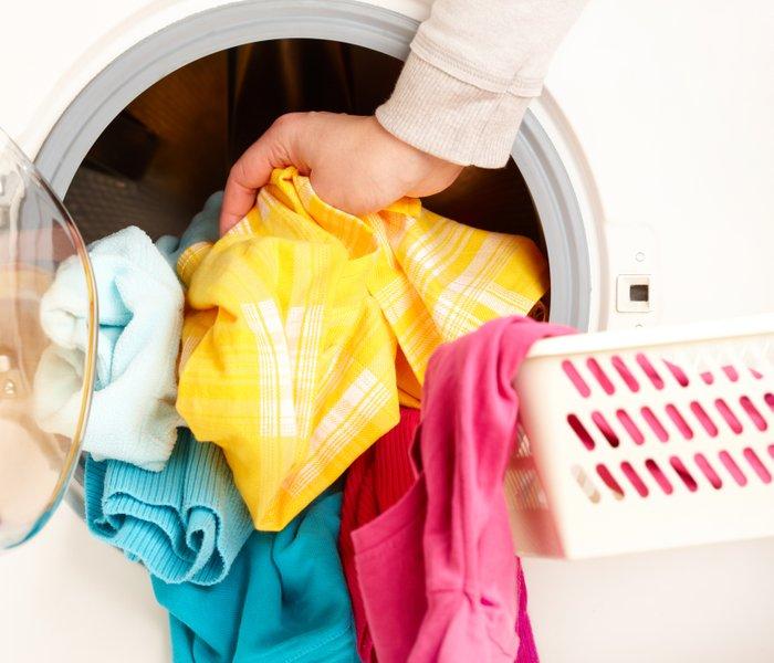 Poglejte, zakaj perilo po pranju še vedno smrdi