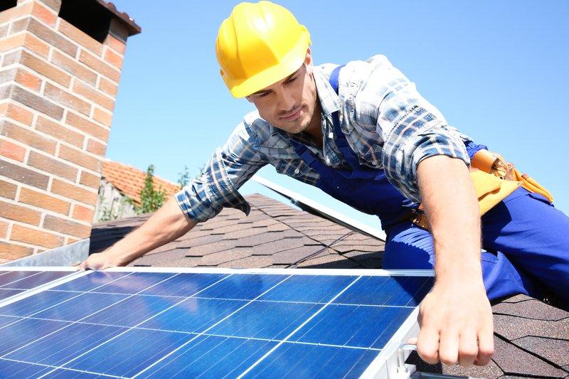 Investicija v lastno samooskrbno sončno elektrarno je dolgoročna naložba, zato je izjemno pomembno, da izgradnjo zaupate pravemu partnerju, ki lahko zagotovi dolgoročno brezhibno proizvodnjo električne energije.