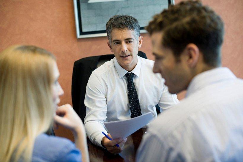 Pri menjavi so pomembni stroški vodenja računa, stroški odobritve posojila in obresti, obresti za varčevanje, strokovnost in prijaznost bančnikov, dostopnost banke, delovni čas in kakovost elektronskega bančništva.
