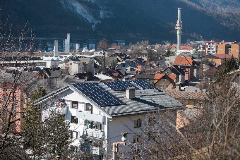 Sončna elektrarna na večstanovanjski stavbi s 23 stanovanji na Jesenicah ima 36,7 kW moči, letno pa bo proizvedla 37.000 kilovatnih ur zelene električne energije.