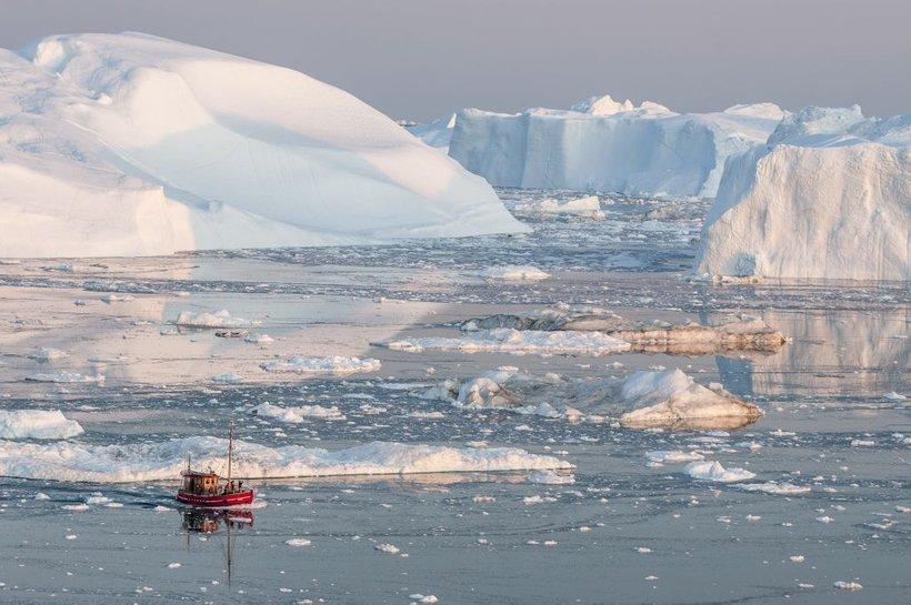 Če se bo temperatura ozračja dvignila za dve stopinji Celzija, bo na dvig svetovne morske gladine najbolj vplivalotaljenje ledu na Grenlandiji, če pa se temperatura še bolj poveča, se bo hitreje talila veliko večja antarktična ledena plošča.