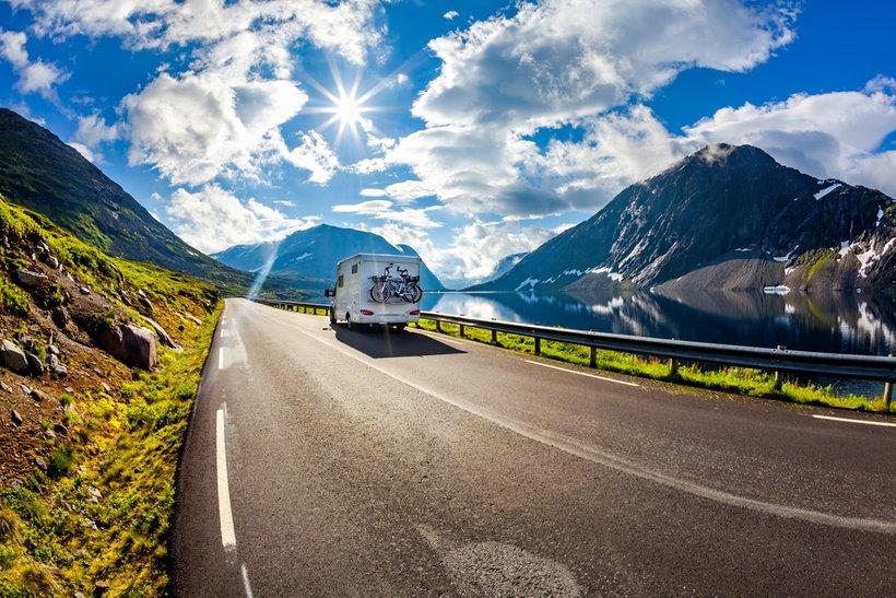 Današnji avtodomi so pravi lukzus na kolesih, saj omogočajo nadvse udobno potovanje, z vsem, kar potrebujete.