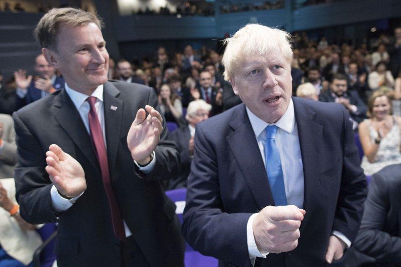 Johnson (desno) vztraja, da se bo 31. oktobra zgodil brexit - z dogovorom ali brez.