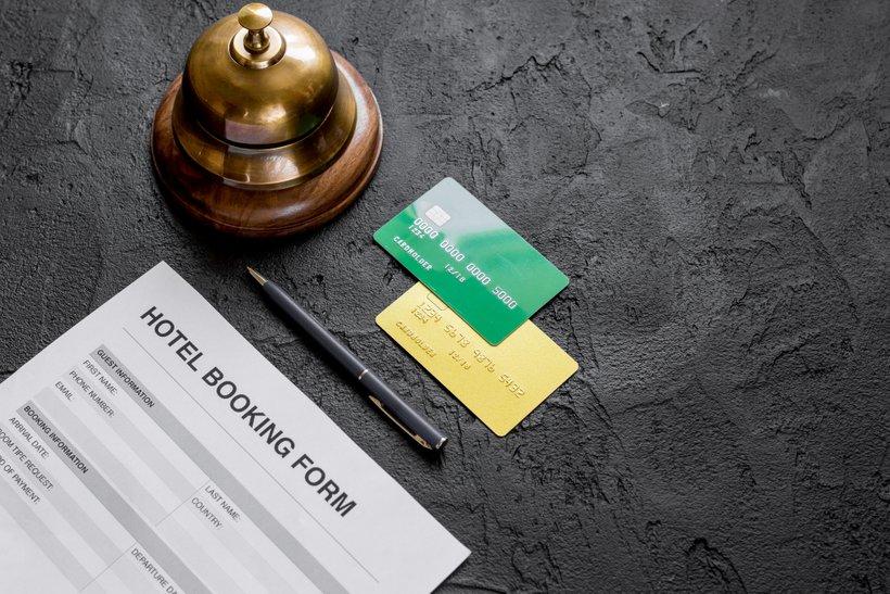 Pravila odpovedi rezervacij urejajo uzance in splošna pravila o poslovanju hotelov.