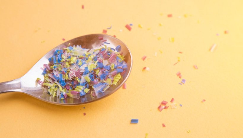 Številke so zaskrbljujoče, še posebej zato, ker ne vemo, kako mikroplastika vpliva na naše zdravje.