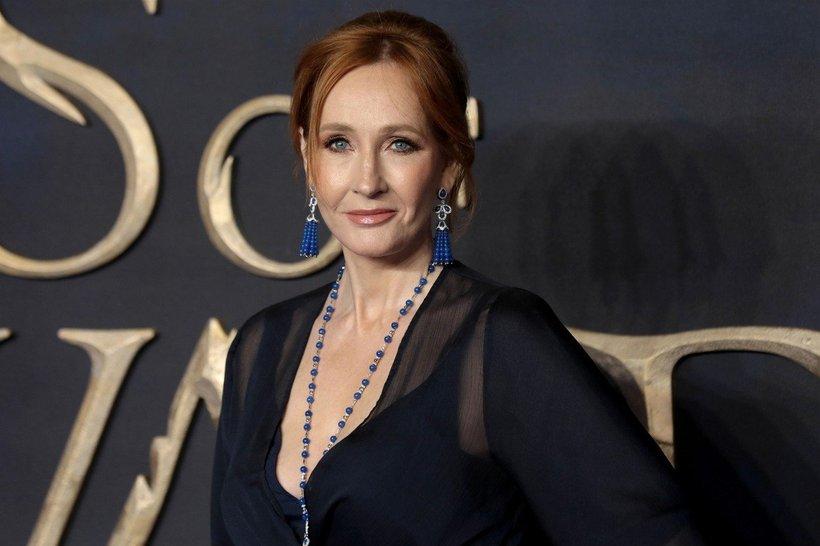 J. K. Rowling je s svojimi knjigami zaslužila več kot milijardo evrov, veliko denarja je podarila dobrodelnim organizacijam.